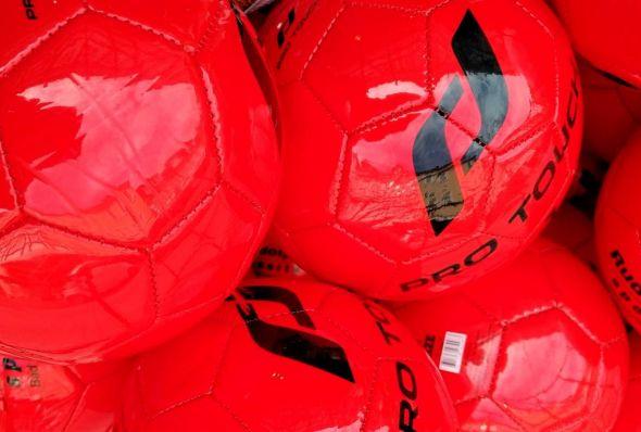 Alarmstufe rot? Der Fußball wird sicherlich den kommenden Monat beherrschen. (Foto: Boris Janssen)
