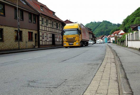 Die B 27 soll im gesamten Stadtgebiet saniert werden – besonders in der oberen Hauptstraße sorgt der Lkw-Verkehr für Lärm.