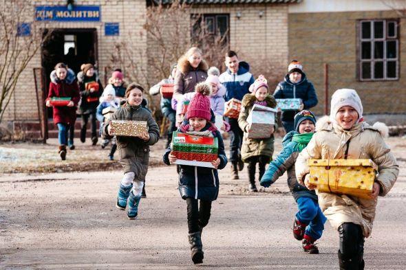 Kinder in der Ukraine, die im letzten Jahr Geschenke erhielten. Foto: David Vogt / Weihnachten im Schuhkarton