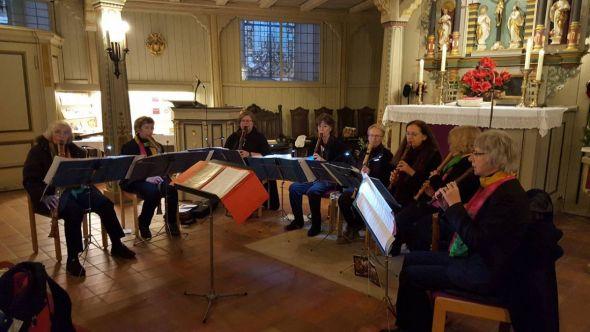 Acht Damen bewiesen ihr virtuoses Können auf ihren Blockflöten