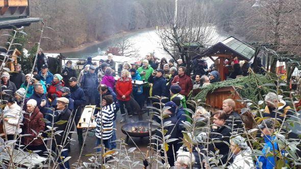 Für viele Bad Lauterberger gehört es schon zur Tradition, das neue Jahr beim Empfang über dem Wiesenbeker Teich zu begrüßen…