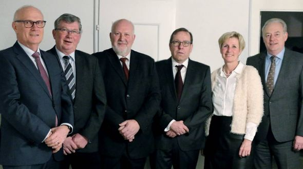 Bei der kleinen Feierstunde (von links): Dr. Rainer Beyer, Horst Reinhardt, Jörg Bierwisch, Carsten Thierbach, Annegret Eckold und Ralf Pilgrim.