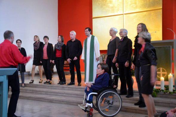 Der Chor 4Elation unter der Leitung von André Wenauer wird auch weltliche Schlager zu Gehör bringen. (Fotos: Elisabeth Kienzle)