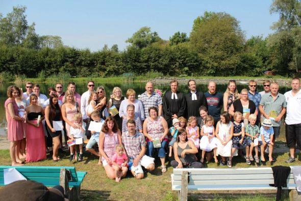 Alle Tauf- Familien mit den Pastoren