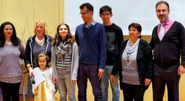 Familie Sadar mit Karin Hesse-Lehmann.