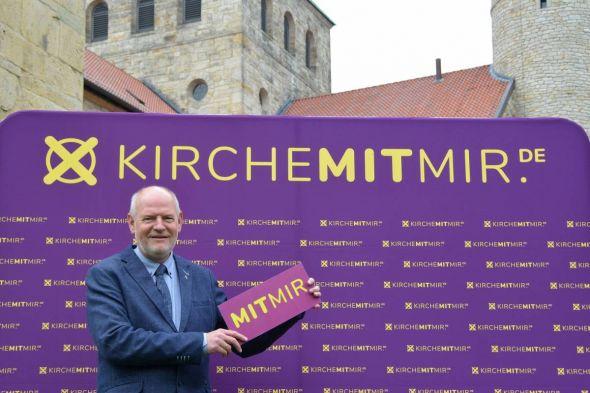 Macht natürlich auch bei der Wahlparty mit: Landessuperintendent Eckhard Gorka wird die Wahl in Steina offiziell eröffnen.