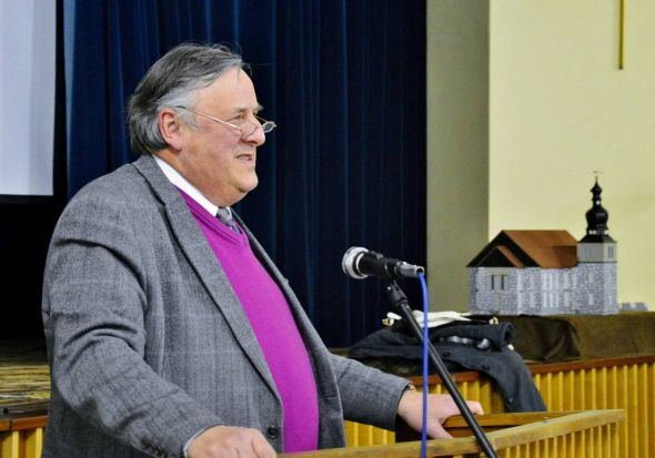 Superintendent Volkmar Keil äußerte sich zu Taufen von Flüchtlingen und zu Karl Marx.