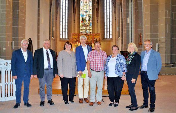Neue Partnerschaft (von links): Jan von Lingen, Volkmar Keil, Christa Eulert, Karl-Heinz Himstedt, Wilfried Schröter, Christine Hemschemeier, Stephanie von Lingen und Günter Dietzek.