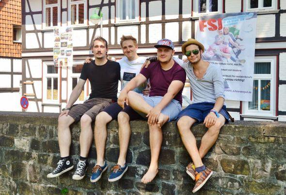 Christoph, Daniel, Marius und Lars machen beim evangelischen Jugenddienst wichtige berufliche wie persönliche Erfahrungen.