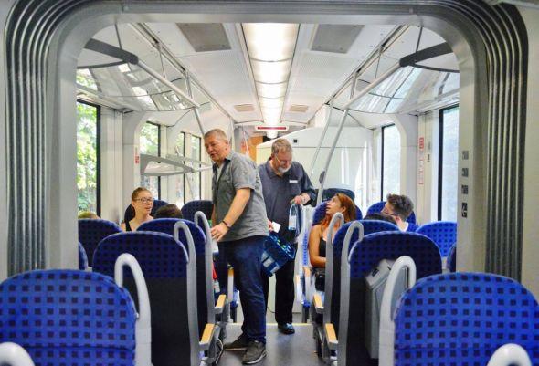 """Statt """"Die Fahrscheine, bitte"""" hieß es im Zug nach Osterode: """"Bitteschön, eine Flasche Wasser."""""""