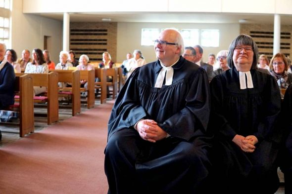 Das Pastorenehepaar Hans-Jürgen Marhenke und Petra Becker-Marhenke ist von seiner Paulusgemeinde herzlich verabschiedet worden.