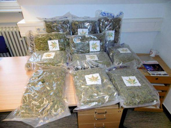Ein Teil der beschlagnahmten Drogen. (Foto: Polizei)